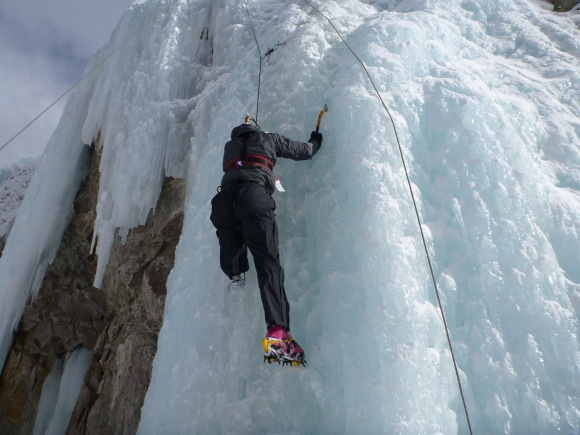 RiseConquer_AmputeeIceClimbing